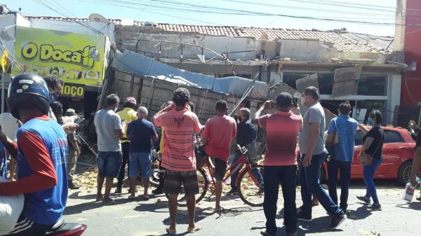 Teto de loja desaba no centro de Floriano.(Imagem:Divulgação)