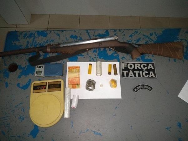 Polícia Militar prende homem portando espingarda calibre 12 e drogas no Piauí(Imagem:Reprodução)