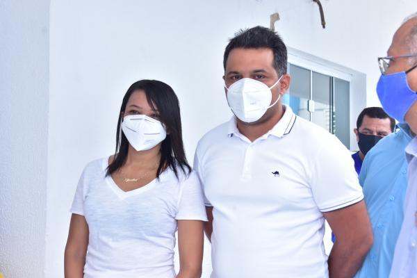 Jucélia Aguiar e Justino Moreira são os primeiros vacinados contra a Covid-19 em Floriano.(Imagem:Secom)
