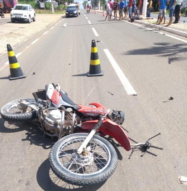 Acidente aconteceu na Avenida Calisto Lobo, em Floriano.(Imagem:Divulgação)