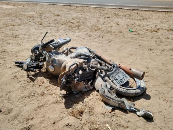 Um fiscal da Prefeitura de Geminiano e duas pessoas em uma moto foram atropeladas e faleceram.(Imagem:Antônio Rocha/TV Clube)
