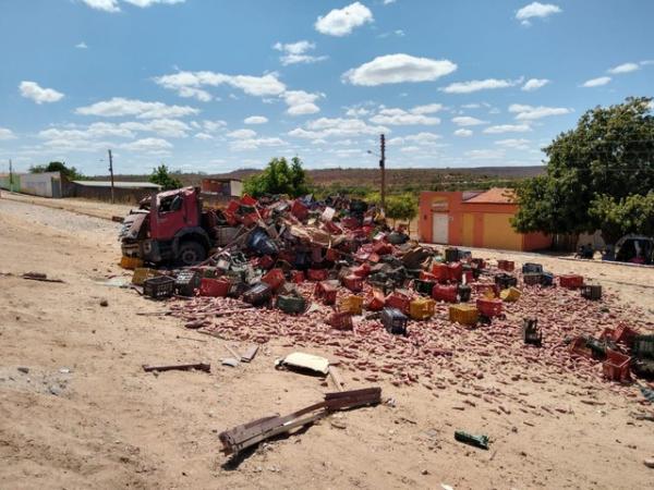 Três pessoas morrem em acidente com caminhão na cidade de Geminiano, no Piauí.(Imagem:Antônio Rocha/TV Clube)
